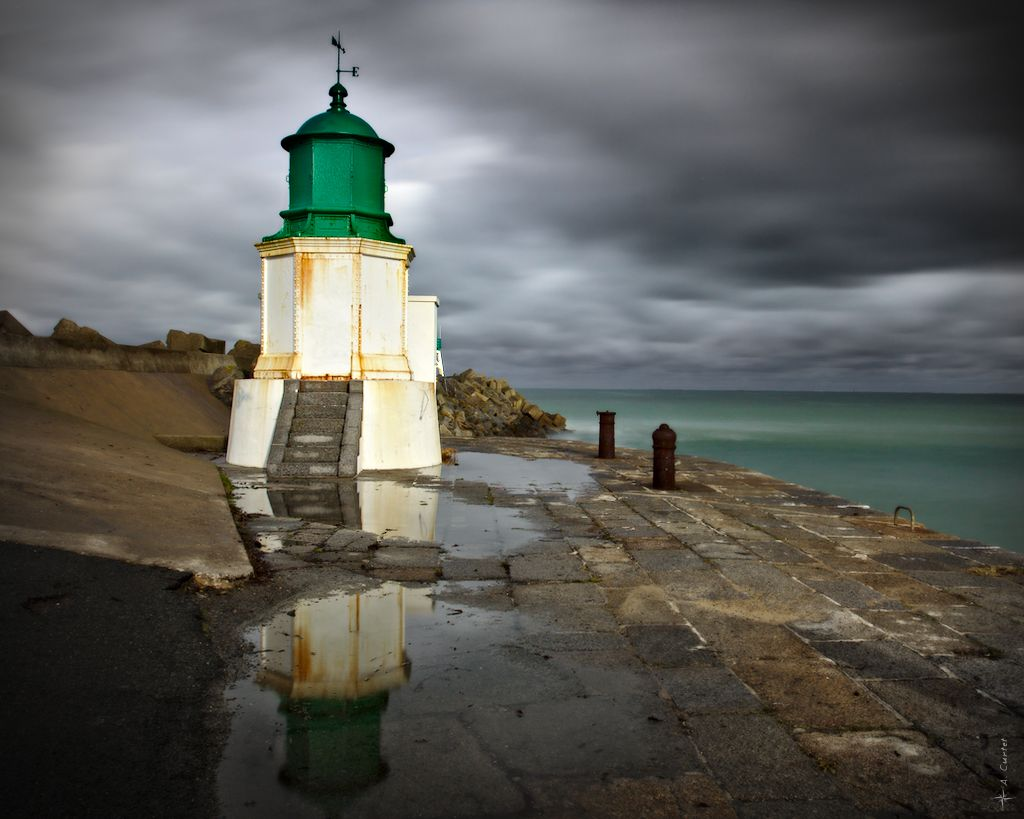 IMG 9719 Port Joinville ancient lighthouse 1024px