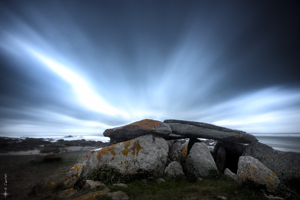 2019 01 29 IMG 1587 Dolmen in storm 0 1024px